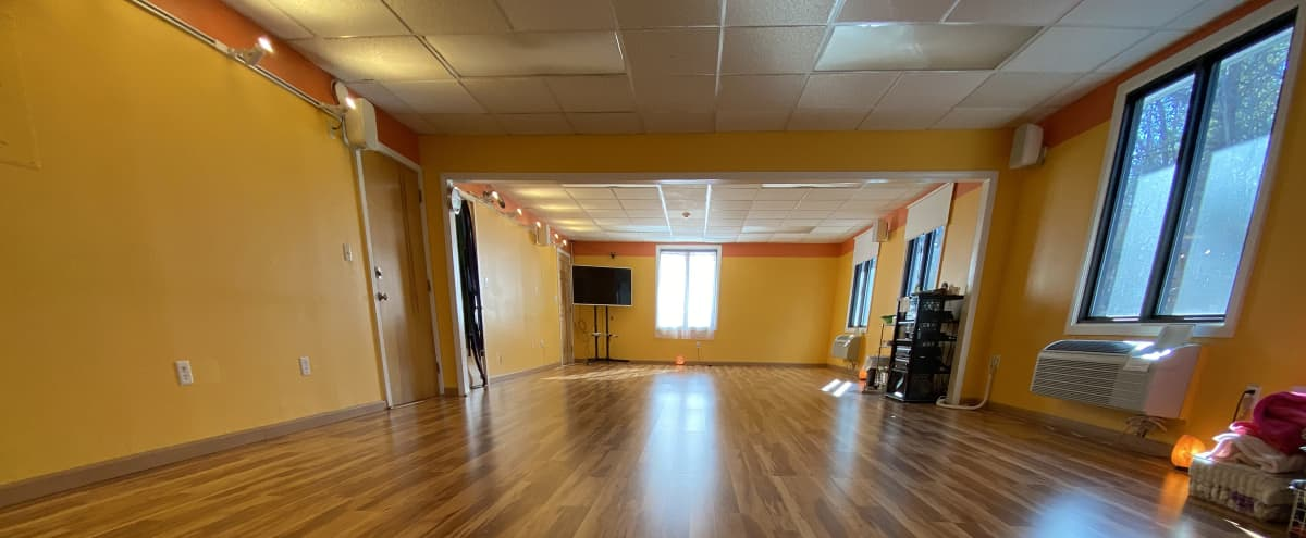 Lovely Studio Space For Rent With Warm Ambiance in Southborough Hero Image in undefined, Southborough, MA