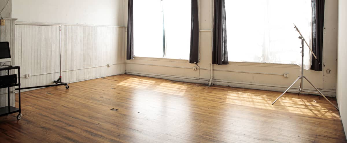 Airy, Light Filled Studio With High Ceilings in Chicago Hero Image in West Town, Chicago, IL