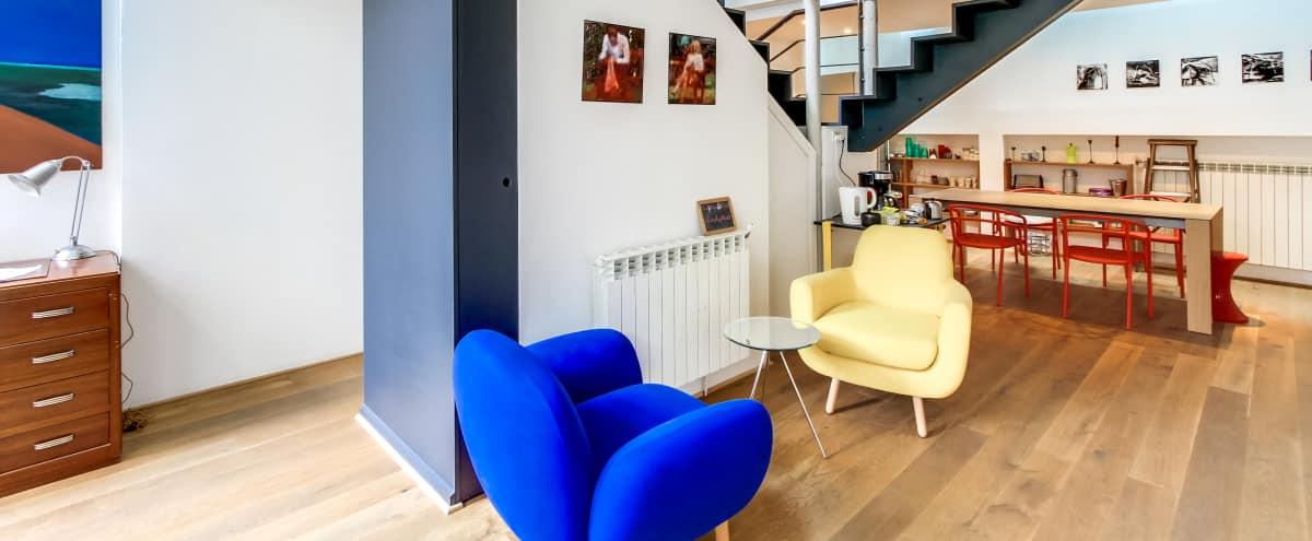 Charmante petite maison parisienne avec verrière in Paris Hero Image in Amérique, Paris,