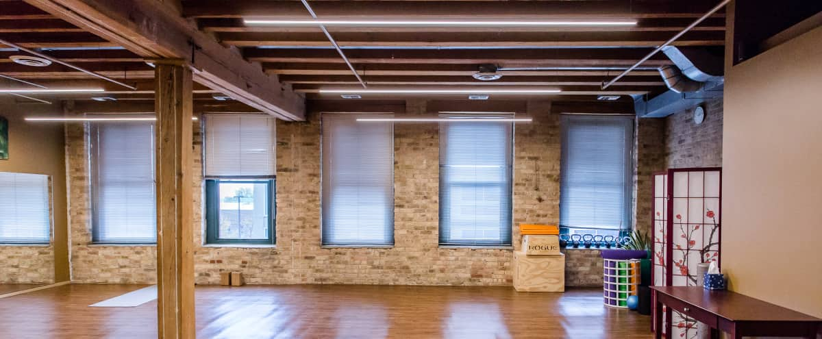 Comfortable and Roomy Lincoln Park Studio in Chicago Hero Image in Lincoln Park, Chicago, IL