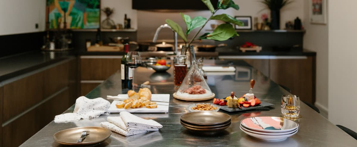 Mini Moments - A Chic, Intimate Space Designed to Inspire: Tastings l Demos l Pop-ups in Chicago Hero Image in Ukrainian Village, Chicago, IL