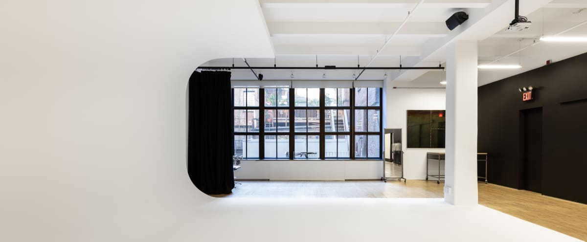 3,000 sq./ft tranquil and bright professional photostudio with crisp backgrounds in New York City Hero Image in Midtown Manhattan, New York City, NY