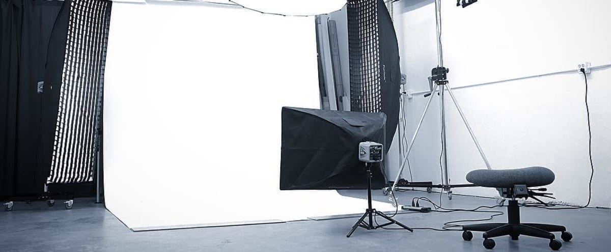 Comfortable, Private, Photography Studio in Houston in Houston Hero Image in Gulfton, Houston, TX