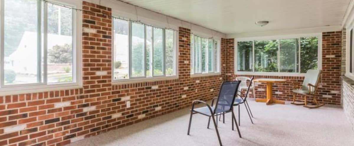 Chic Indoor with Porch Exposed Brick in Secane Hero Image in Secane, Secane, PA