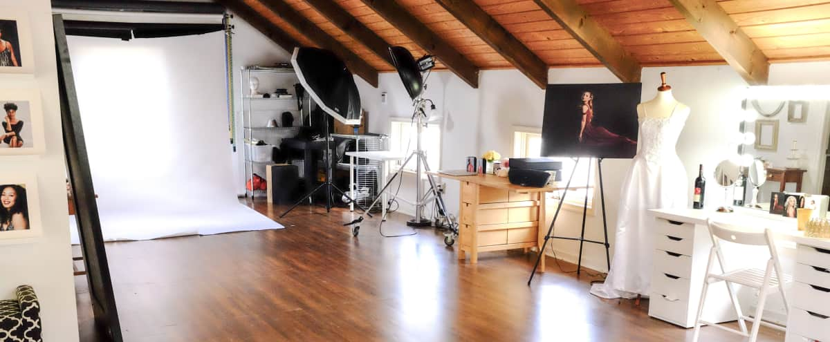 Photography studio/meeting space in quaint old town location in Occoquan Hero Image in undefined, Occoquan, VA