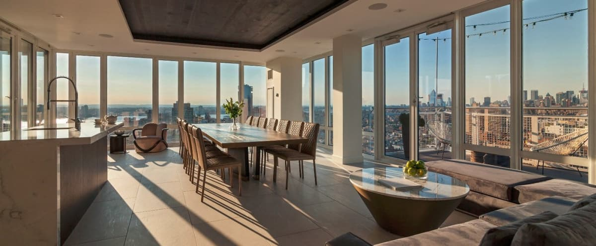 Penthouse with stunning views in New York Hero Image in Lower Manhattan, New York, NY