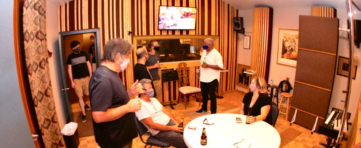 Central Orlando acoustically optimized recording, Video seminar & live streaming spaces in Orlando Hero Image in Rosemont, Orlando, FL
