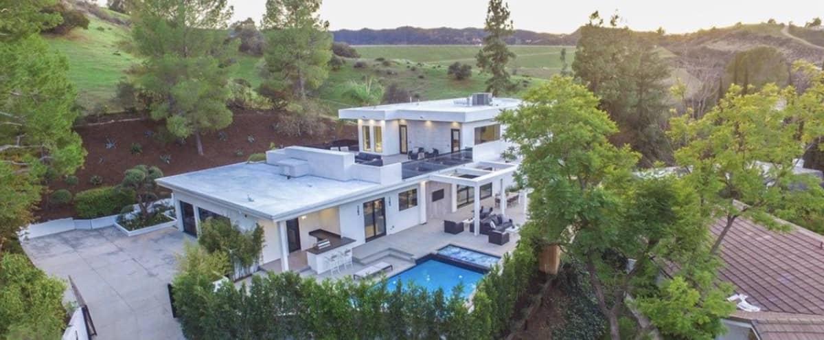 Contemporary Home in the Encino Hills in Encino Hero Image in Encino, Encino, CA
