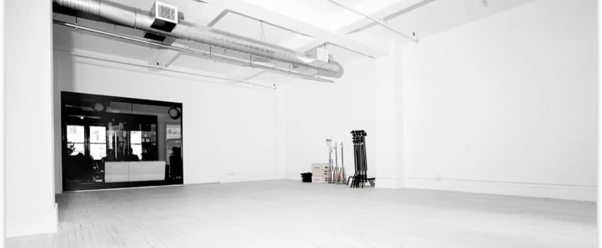 Sunny Daylight Studio with Shampoo Basin in Chelsea / Nomad in New York Hero Image in Midtown Manhattan, New York, NY