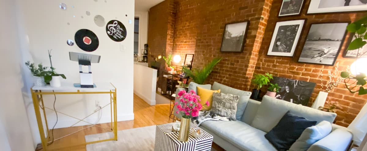 Midtown Apartment with a Townhouse Feel in New York Hero Image in Midtown Manhattan, New York, NY