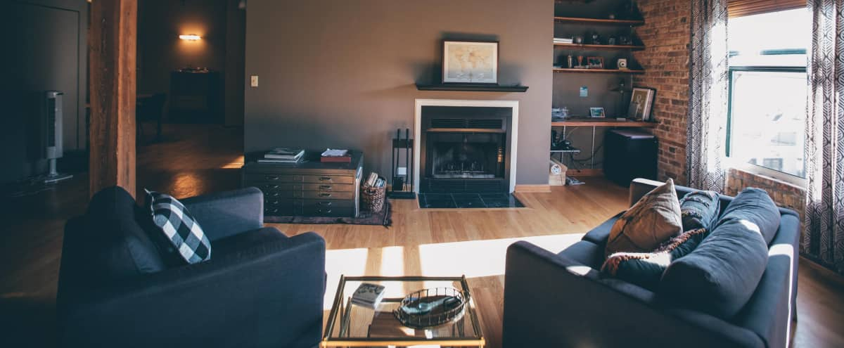 Andersonville Loft Space with Natural Light in Chicago Hero Image in Edgewater, Chicago, IL