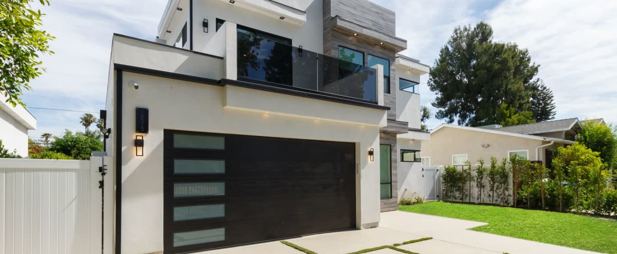 Luxury Modern Home with Pool Spa and Rooftop Deck in encino Hero Image in Encino, encino, CA