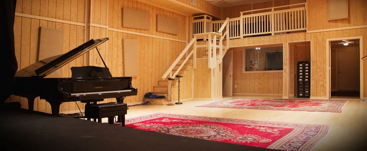 Spacious Kensington Soundstage and Studio for Creative Events in Kensington Hero Image in undefined, Kensington, MD