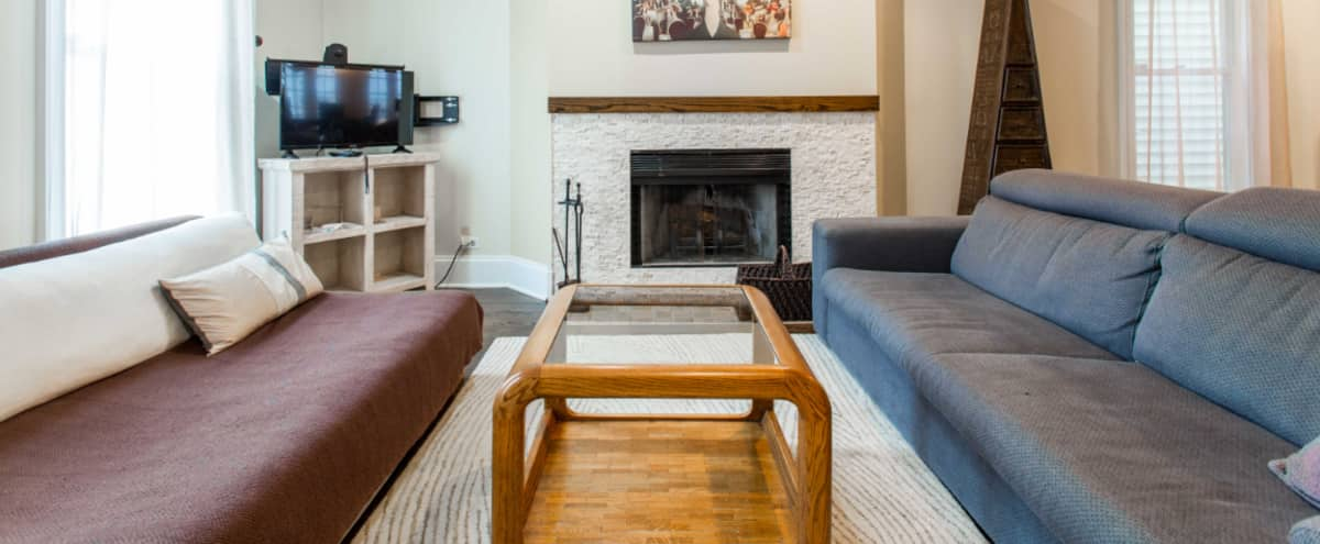 Old Town 3 br Duplex with Spacious Open Floor Plan and Sun Room in CHICAGO Hero Image in Old Town, CHICAGO, IL