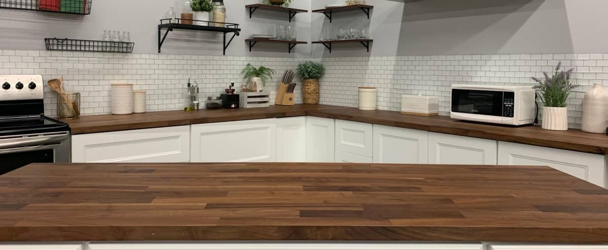 Spacious Urban Studio Medium Size Kitchen Set in Los Angeles Hero Image in Canoga Park, Los Angeles, CA