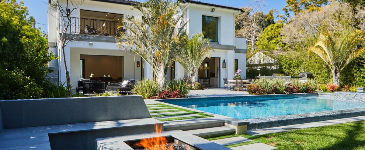Modern Brentwood West Los Angeles Mansion House Pool in Los Angeles Hero Image in Brentwood, Los Angeles, CA