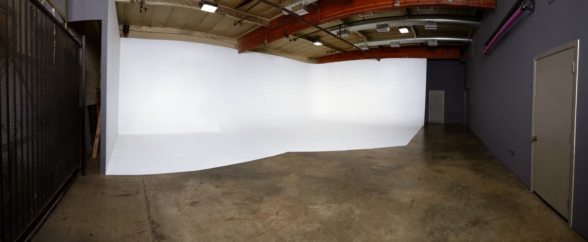Photography/Film Studio near DTLA with CYC in Los Angeles Hero Image in Historic South Central, Los Angeles, CA