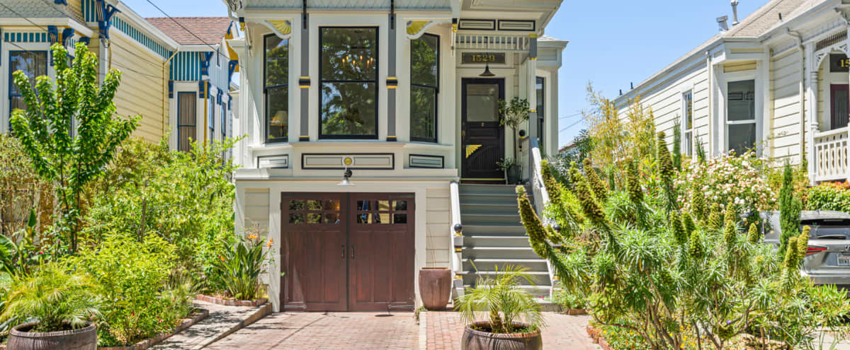 1885 Queen Anne Victorian Cottage near the San Francisco Bay in Alameda Hero Image in West Alameda, Alameda, CA