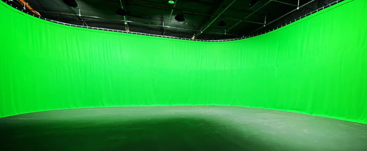11,000 sq. ft., Fully Soundproofed Soundstage w/All Amenities in Van Nuys Hero Image in North Hills West, Van Nuys, CA