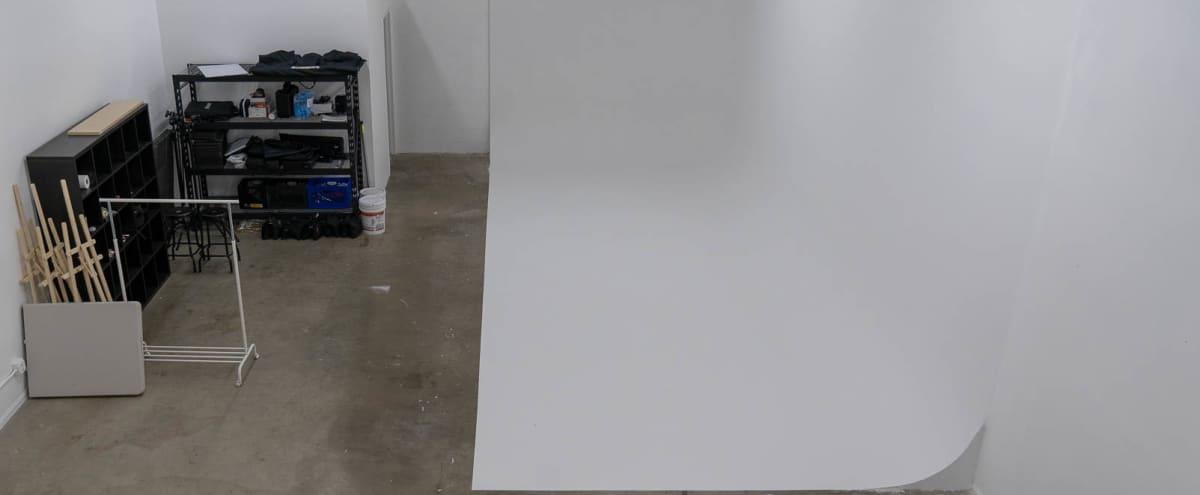 Photography and Video Production Studio in Tarzana with cyc wall in Tarzana Hero Image in Tarzana, Tarzana, CA