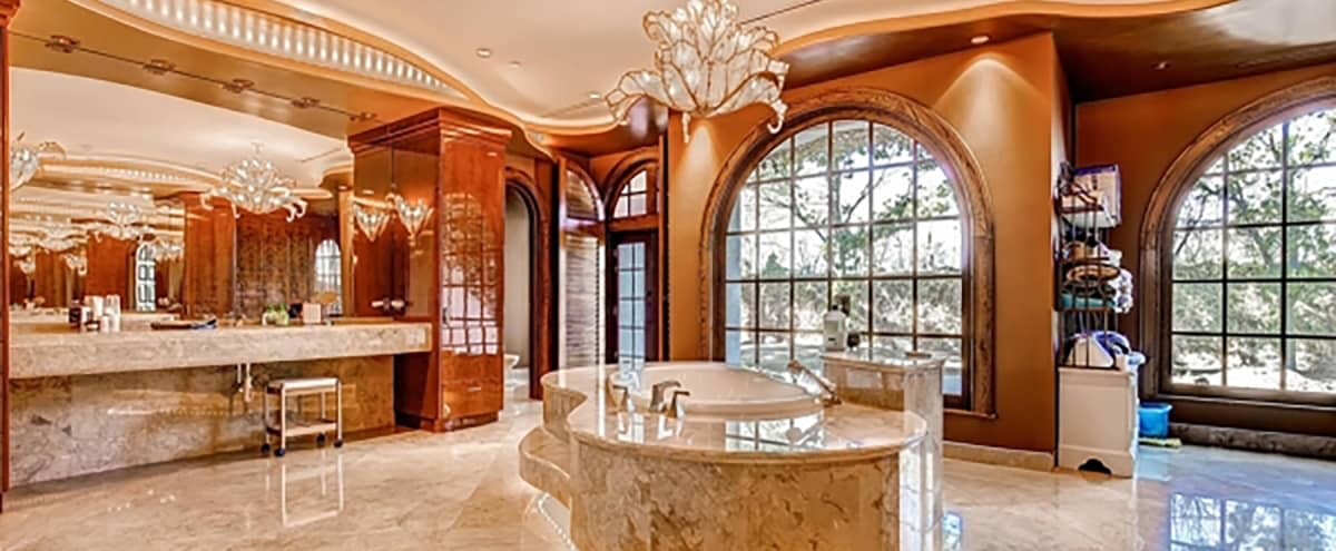 Luxury Executive Estate minutes from the Strip in Las Vegas Hero Image in undefined, Las Vegas, CA