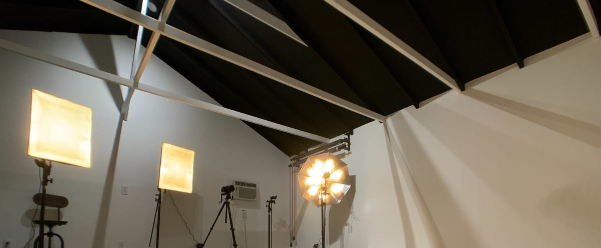 Spacious Studio with CYC Wall in Canoga Park Hero Image in Canoga Park, Canoga Park, CA