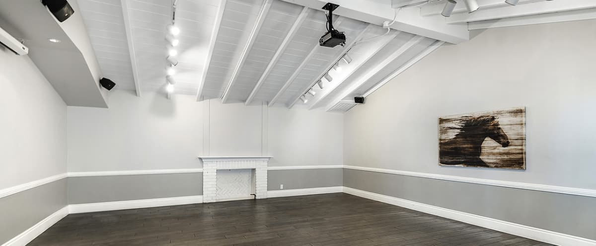 Centrally Located Blank Room Perfect for an Intimate Event or Party in Los Angeles Hero Image in Pico - Robertson, Los Angeles, CA