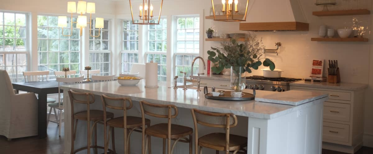 Beautiful luxury updated Seattle Home in Seattle Hero Image in Northeast Seattle, Seattle, WA