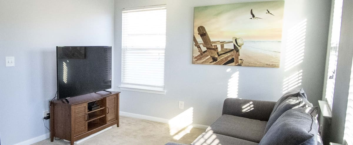 Spacious & Comfortable Home available for Meeting Retreats in CHARLOTTE Hero Image in Harwood Lane, CHARLOTTE, NC