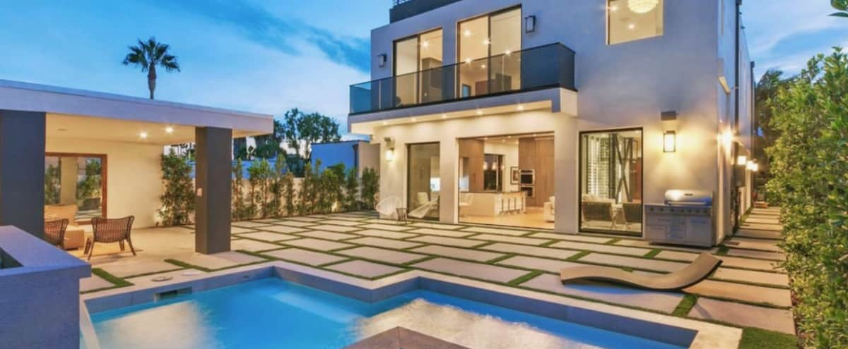 LUXURIOUS MODERN HOME WITH INCREDIBLE ROOFTOP, BRAND NEW BUNGALOW, 2 FIRE TABLES, GOURMET KITCHEN, MUCH MORE! in Los Angeles Hero Image in undefined, Los Angeles, CA
