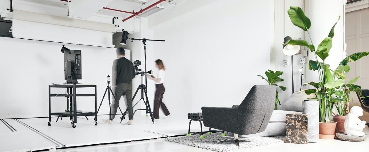 So Fresh and So Clean Creative Studio with Manhattan View in Brooklyn Hero Image in Bedford-Stuyvesant, Brooklyn, NY