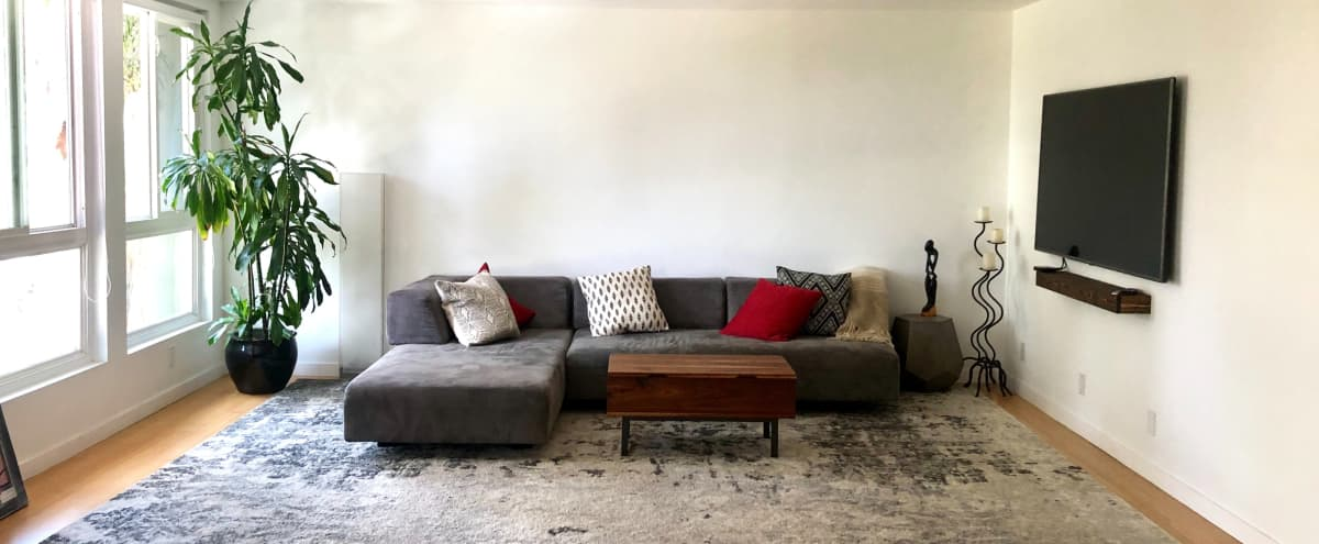 Spacious apartment with huge open living space, great for home or studio set up in LOS ANGELES Hero Image in Mid-Wilshire, LOS ANGELES, CA