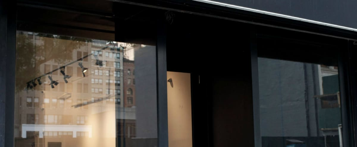 700 ft² Chic Nomad Pop-Up Venue + Storefront in Midtown in New York Hero Image in Midtown, New York, NY