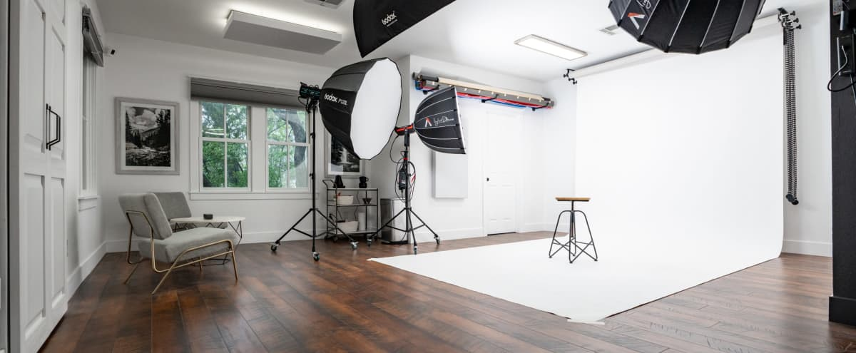 Versatile Studio equipped for Photoshoots, Videoshoots, Podcasting and/or Vodcasting.  Shoot all your content here! in Austin Hero Image in Treemont, Austin, TX