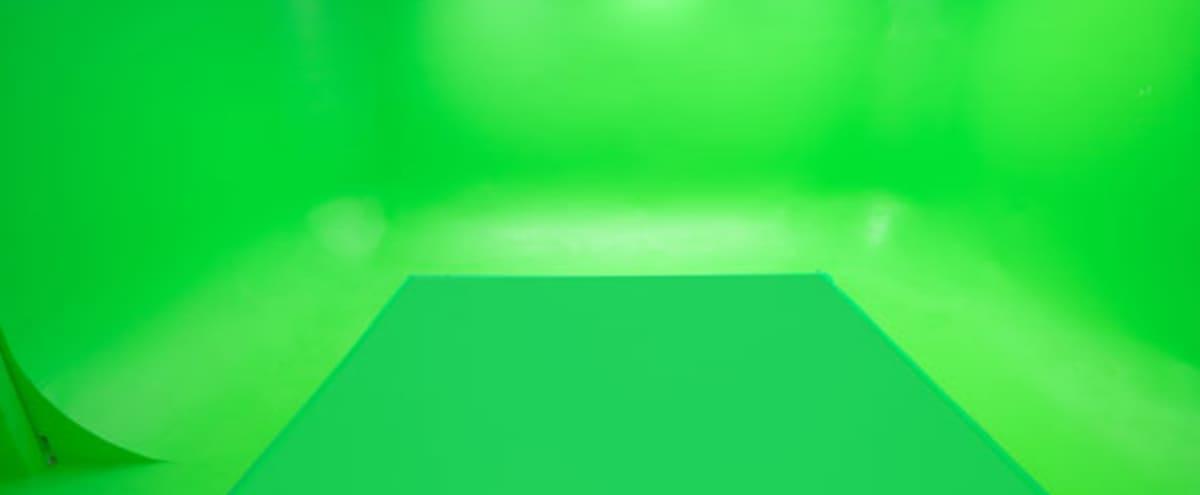Green Screen in Sunrise Hero Image in Hollywood Beach, Sunrise, FL