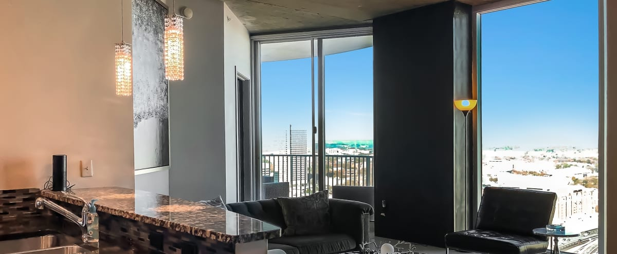 Luxury Condo With SkyLine Views For Events And Small Gatherings In Atlanta  Hero Image In Downtown