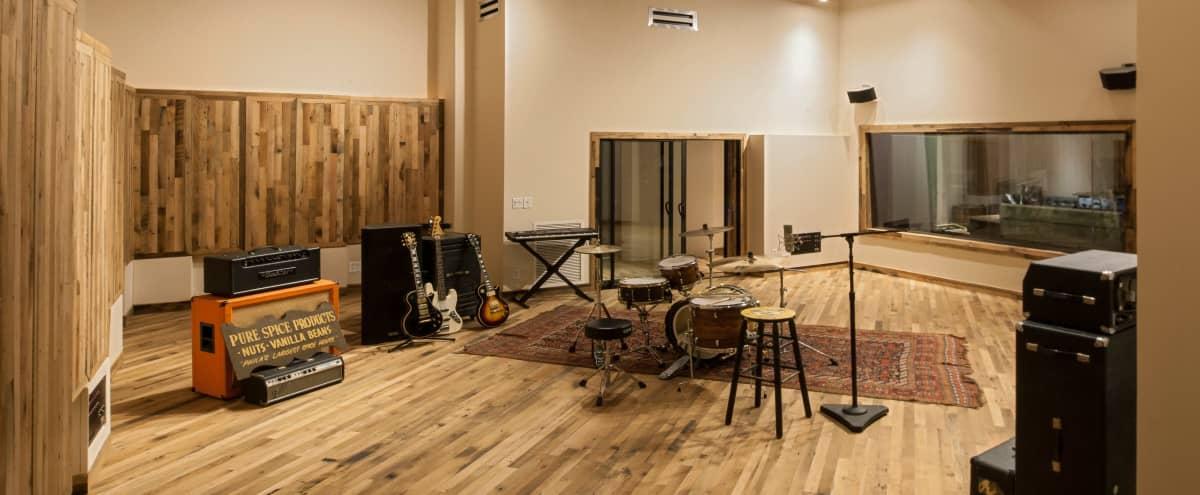 Philadelphia Modern Professional Recording Studio in Philadelphia Hero Image in Fishtown, Philadelphia, PA