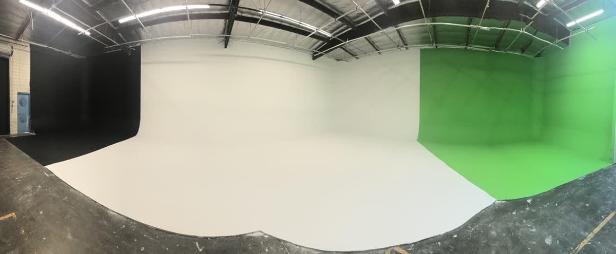 Green / White / Black Cyc Studio in Glendale Hero Image in Tropico, Glendale, CA