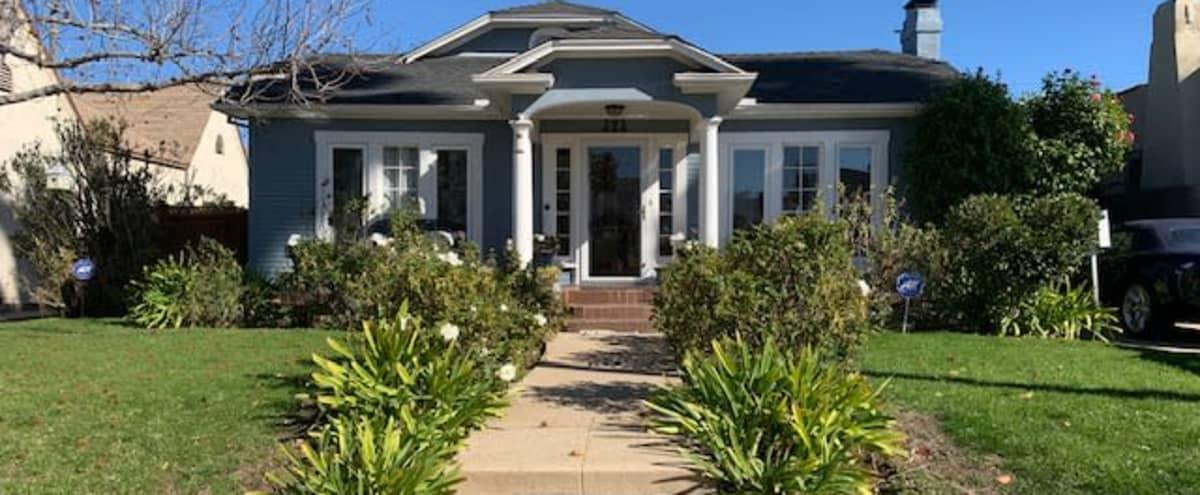Adorable Single Family Home near Larchmont Village / Paramount / Hancock Park in Los Angeles Hero Image in Greater Wilshire / Hancock Park, Los Angeles, CA