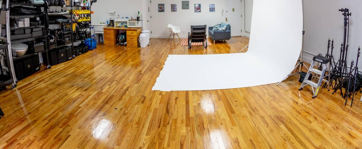 Affordable Bright Williamsburg Studio in Brooklyn Hero Image in Williamsburg, Brooklyn, NY
