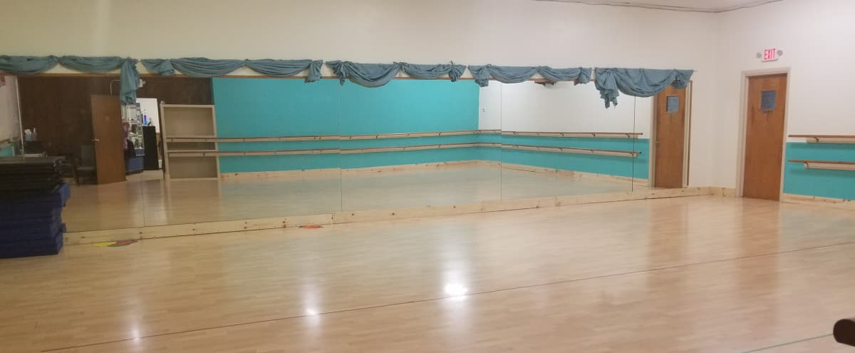 Centrally Located Dance Studio Event Space with Two Large Rooms in Wyandotte Hero Image in undefined, Wyandotte, MI