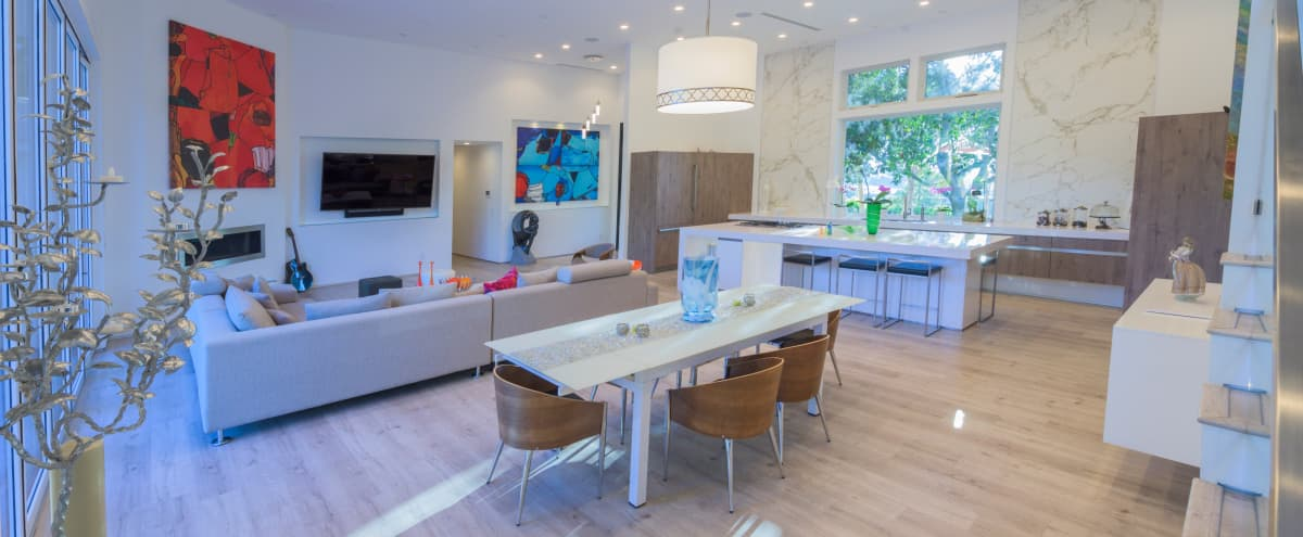 MODERN Mid Century High Ceiling bright light in Los Angeles Hero Image in Shadow Hills, Los Angeles, CA