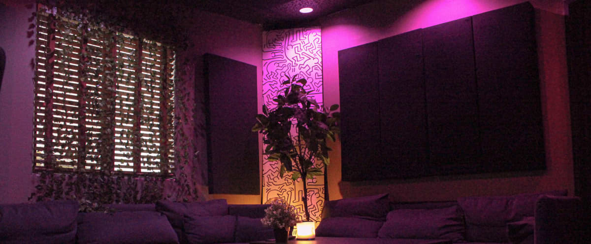 Vibey Private Recording Studio in Burbank Hero Image in Magnolia Park, Burbank, CA