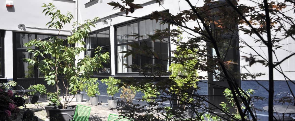 Incroyable atelier intime caché dans une maison en plein coeur du IXième in Paris Hero Image in St Georges, Paris,