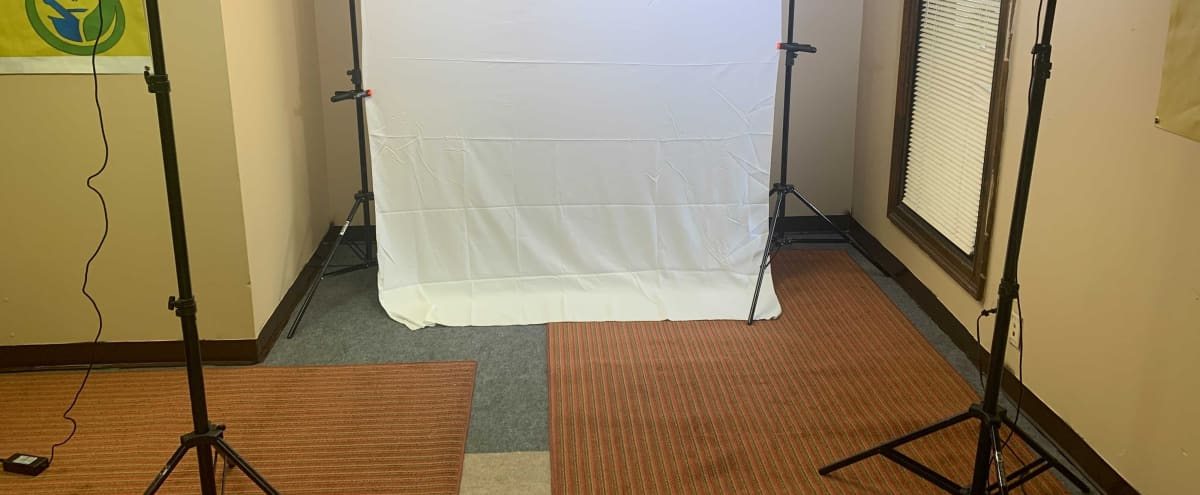 Simple Intimate Space For Photos and Videos Requiring A Backdrop in Jonesboro Hero Image in undefined, Jonesboro, GA