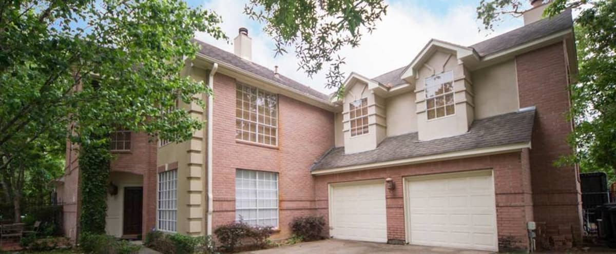 Luxury Home in High-End Neighborhood in Houston Hero Image in Spring Branch East, Houston, TX