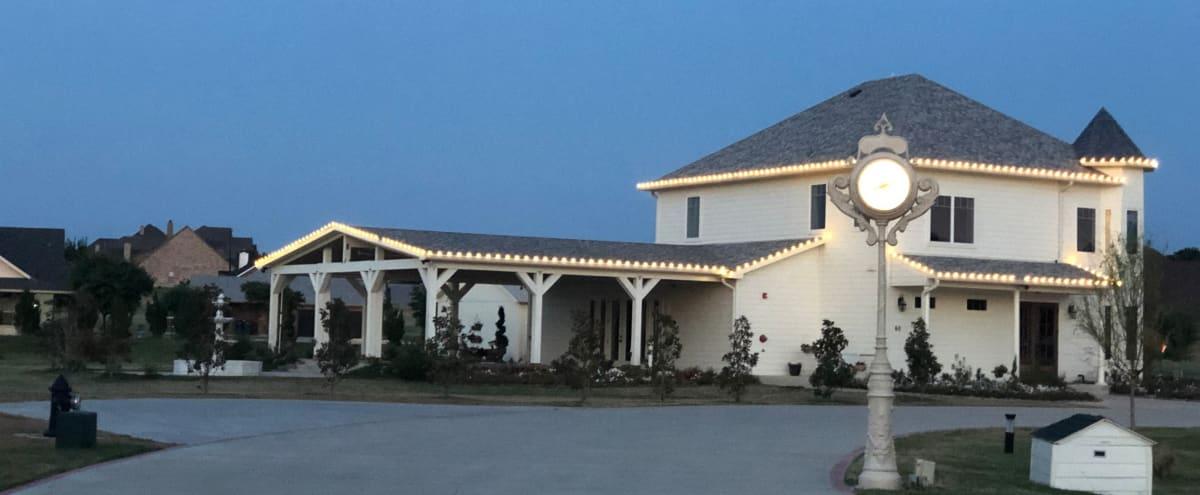 Stunning Estate Event Venue in Guntet Hero Image in undefined, Guntet, TX