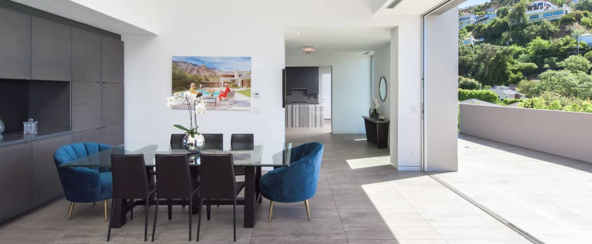 Modern Hollywood Villa with Jetliner Views of Los Angeles in Los Angeles Hero Image in Central LA, Los Angeles, CA