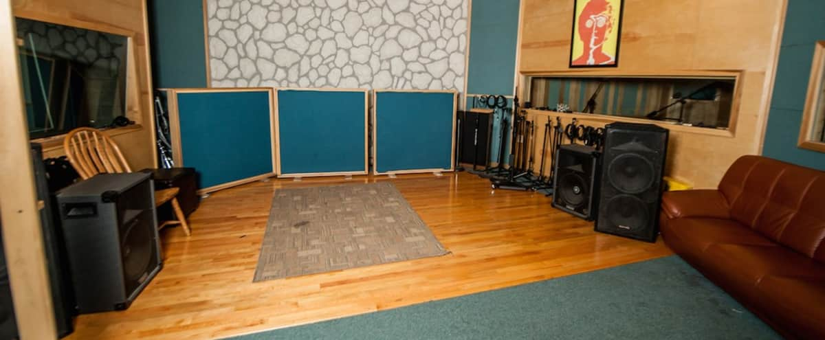 Chicago Music Studio With Full Kitchen And Bath in Chicago Hero Image in Pilsen, Chicago, IL