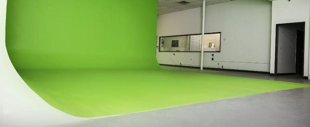Green Screen with hanging grid in Lake Balboa Hero Image in undefined, Lake Balboa, CA